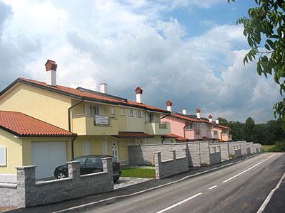 Vrstne hiše-Divaca